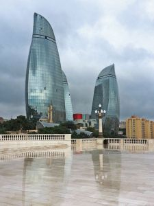 Moderne und Tradition in Baku