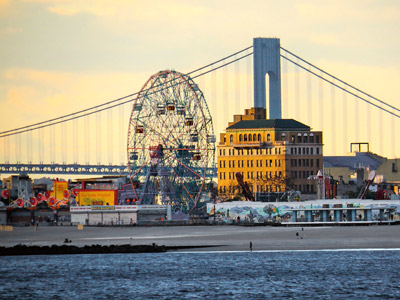 Coney Island vor Verazzano Bridge